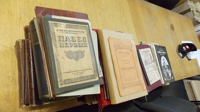 Львівські митники вилучили на кордоні 68 антикварних книг