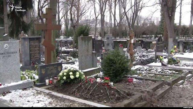 Родичі похованого замість Олександра Олеся не знали, кому належить могила