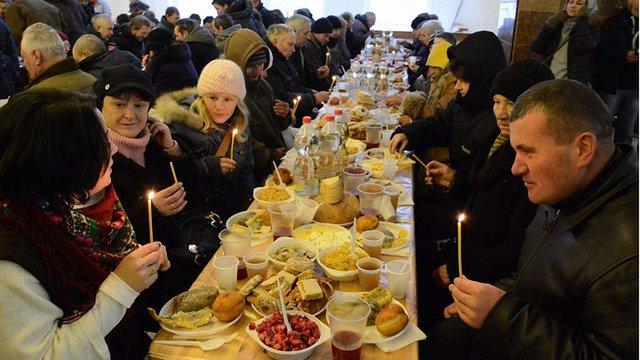У Львові понад 500 нужденних взяли участь у Святій вечері
