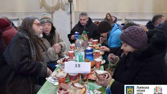У Львові для малозабезпечених осіб влаштували святковий різдвяний обід