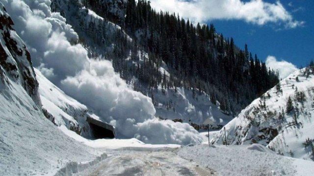 ДСНС попередила про високу ймовірність сходження лавин у Карпатах