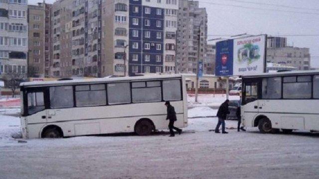 Львівські маршрутки не працювали в мороз через погану якість пального