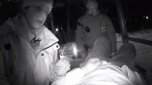 Патрульні врятували непритомного чоловіка, який лежав на морозі