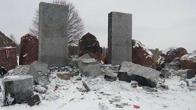 Зруйнований монумент загиблим полякам у Гуті Пеняцькій відновлять