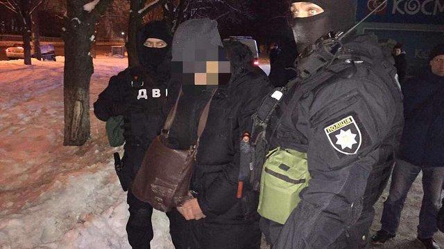 У Києві поліцейський вимагав хабар у $3,5 тис. за призначення меншого покарання за грабіж