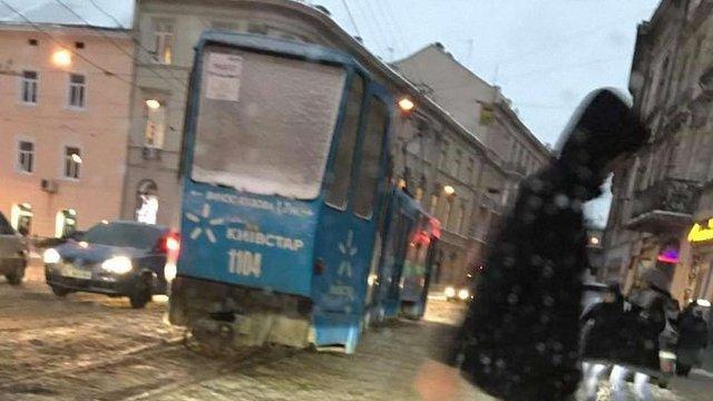У Львові через погодні умови зійшов з рейок трамвай