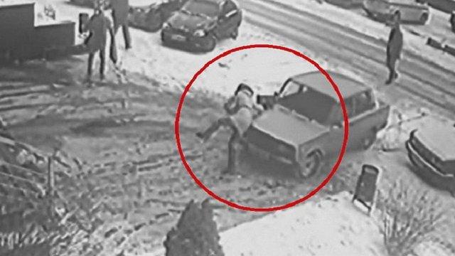 У Львові 80-річний водій збив дівчину на тротуарі