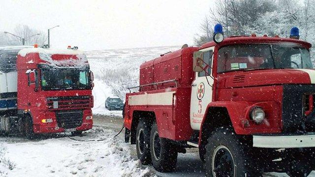На Прикарпатті і Закарпатті через негоду обмежили рух великогабаритних вантажівок