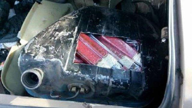 Українець намагався провезти на окуповані території понад 200 кг ковбаси в бензобаку