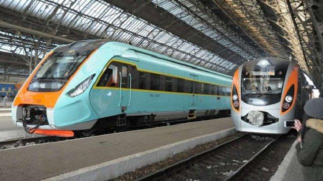 Із Києва до Івано-Франківська «Укрзалізниця» запустить поїзд із вагонами-трансформерами