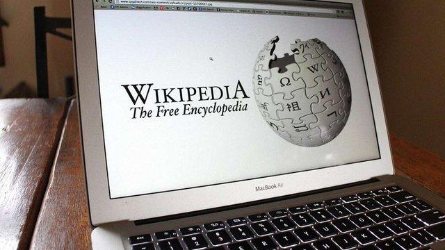 Володимир Гройсман доручив чиновникам сприяти розвитку української «Вікіпедії»