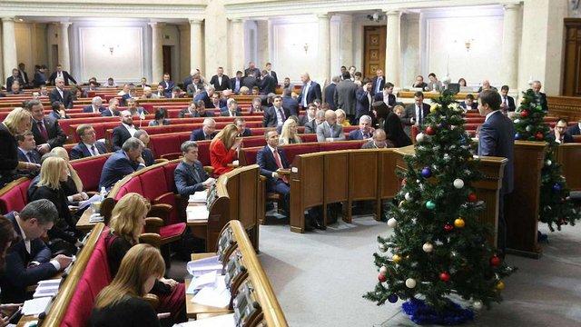 У вівторок ВРУ розгляне кошторис своїх витрат і підвищення зарплат депутатам у 2017 році