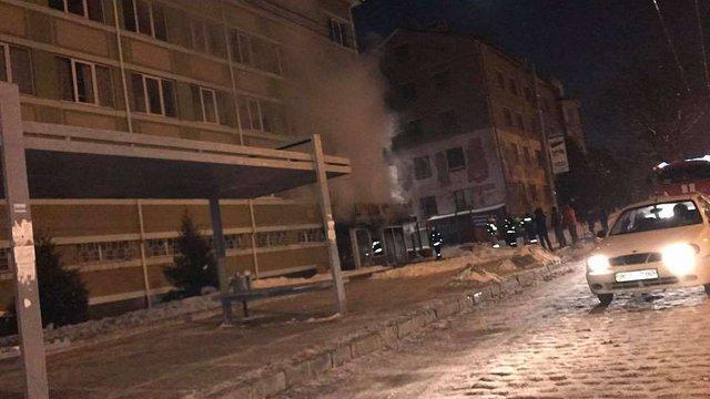 Під час пожежі в офісному приміщенні у Львові обгорів охоронець