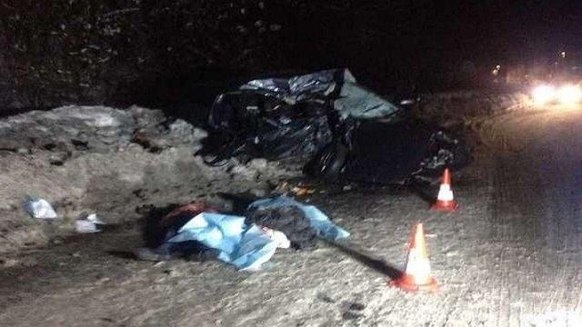 У Закарпатській області внаслідок зіткнення легковика з вантажівкою загинули троє людей