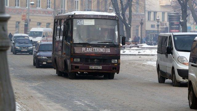 Мер Львова призначив службове розслідування через транспортний колапс на Різдво