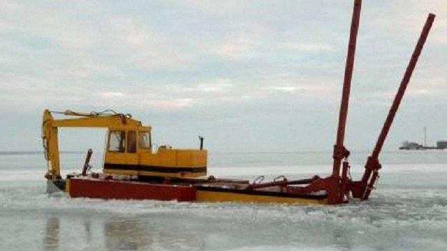 Двоє чоловіків намагалися викрасти електрокабель, прокладений по дну Дністровського лиману