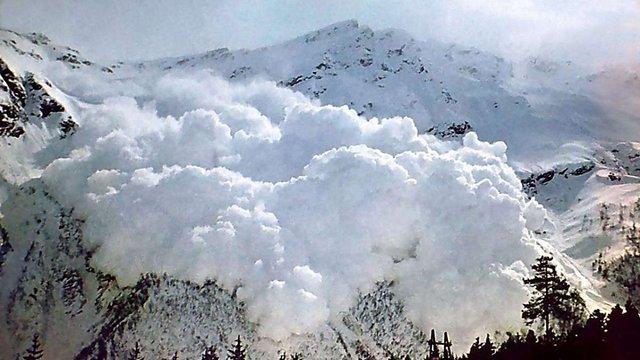 В Італії лавина накрила готель, близько 20 осіб опинилися під снігом