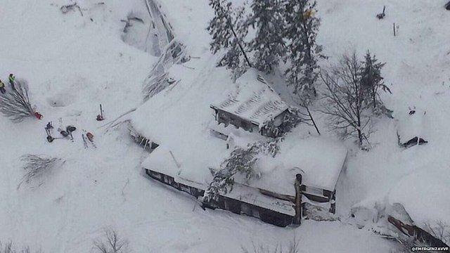 Внаслідок сходження лавини на готель в Італії загинули 30 людей