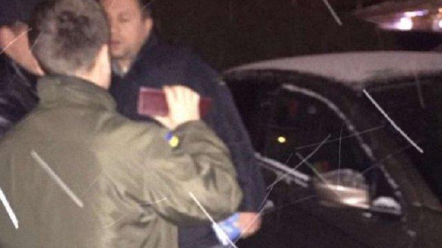 Помічника нардепа Савчука, якого затримали у Львові на хабарі, відпустили під домашній арешт