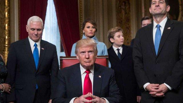 Дональд Трамп підписав перші укази на посаді президента США