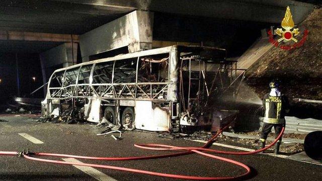 В Італії у ДТП потрапив автобус з підлітками, 16 осіб загинули