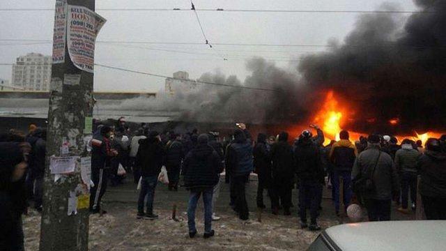 На одеському «Привозі» згоріли чотири павільйони з взуттям