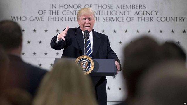 У перший день президентства Дональд Трамп відвідав штаб-квартиру ЦРУ