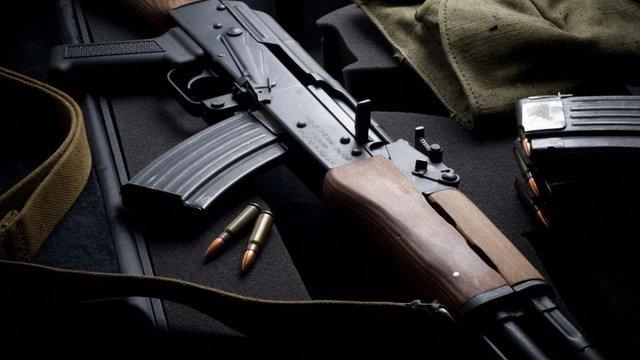 Боєць ЗСУ вчинив стрілянину з автомата Калашникова у своїй квартирі на Донеччині