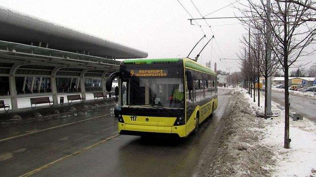 До нового терміналу львівського аеропорту почали курсувати тролейбуси