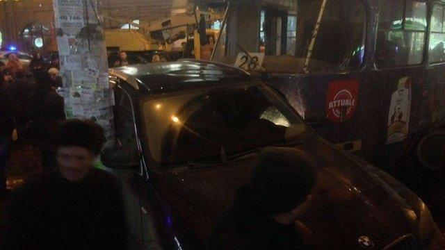 У центрі Одеси трамвай зійшов з рейок і пошкодив п'ять автомобілів
