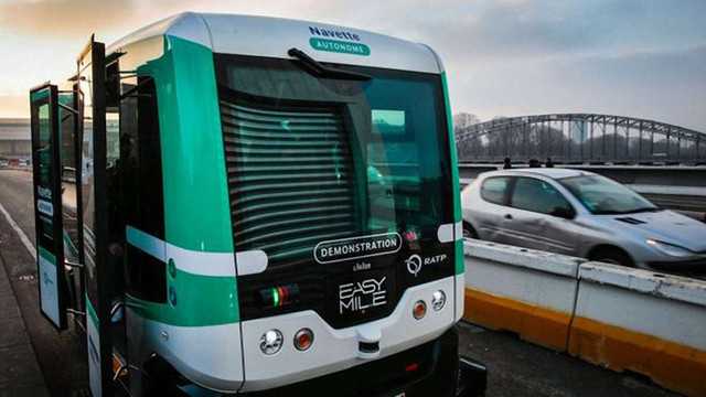 У Парижі запустили експериментальні автобуси без водія