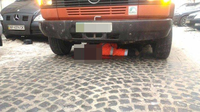 У центрі Львова автобус на смерть переїхав паркувальника