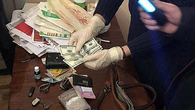 У Львові на хабарі $1200 затримали адвоката