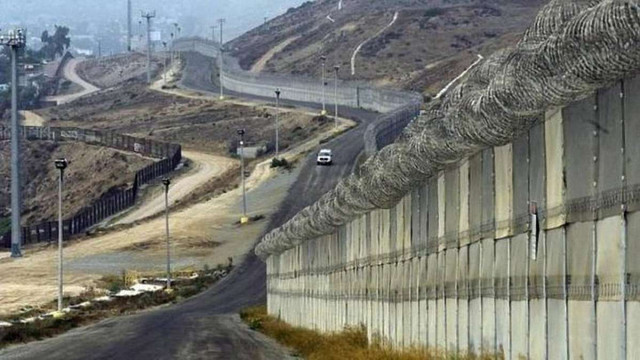 Дональд Трамп оголосив про початок будівництва стіни на кордоні США і Мексики