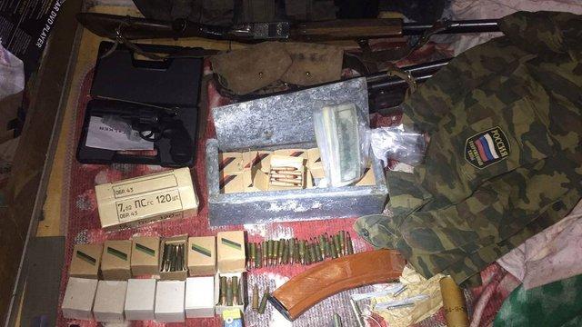 На Харківщині СБУ виявила боєприпаси та російську форму у радника голови райради