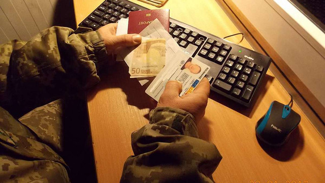 На Львівщині прикордонникам пропонували хабар за пропуск через кордон