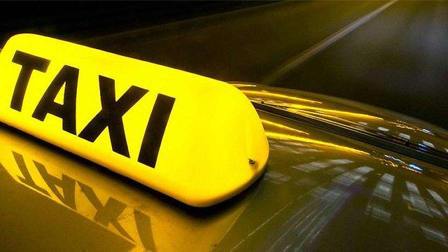 Поліція затримала іноземних студентів, які зі зброєю пограбували таксиста у Харкові