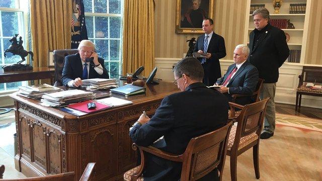 Дональд Трамп розпочав телефонні переговори з Путіним