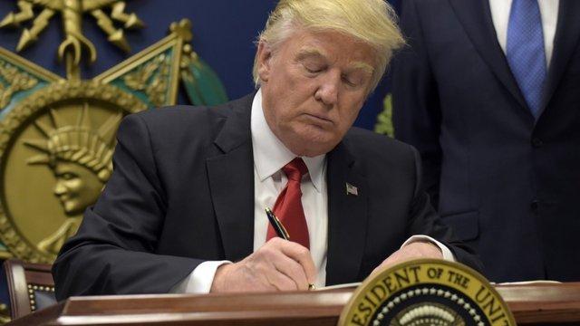 Нобелівські лауреати підписали петицію науковців проти антимігрантського закону Трампа