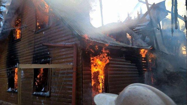 На Драгобраті згоріли два корпуси готелю