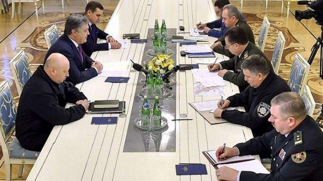 Петро Порошенко доручив Генштабу нагородити військових, які відзначилися у боях під Авдіївкою