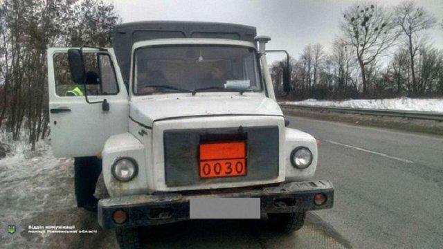 На Рівненщині поліцейські затримали вантажівку, яка перевозила півтори тонни вибухівки