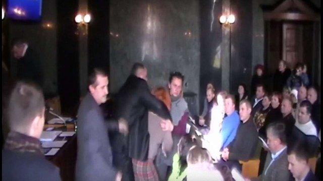 Мера Дрогобича під час сесії міськради закидали яйцями