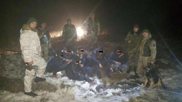 Прикордонники на Львівщині затримали шість нелегалів з Індії
