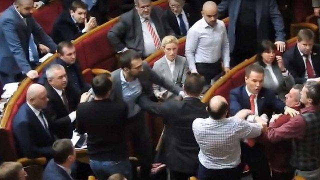 У Верховній Раді побилися нардепи Іван Мельничук і Сергій Лещенко