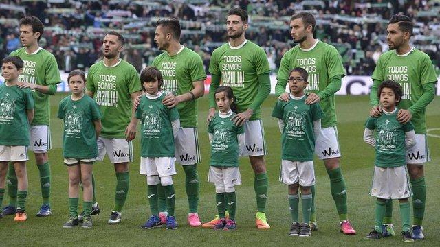 Футболісти іспанського «Бетіса» вийшли на матч у футболках на підтримку Романа Зозулі