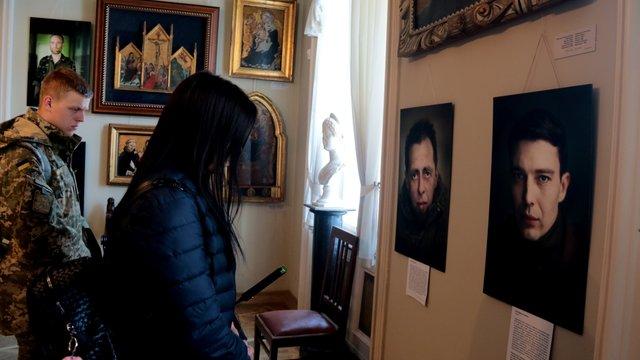 У палаці Потоцьких відкрилась фотовиставка «Портрет солдата»