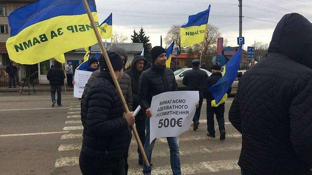 Протестувальники перекрили дорогу перед Шегинями з вимогою зміни  правил розмитнення авто