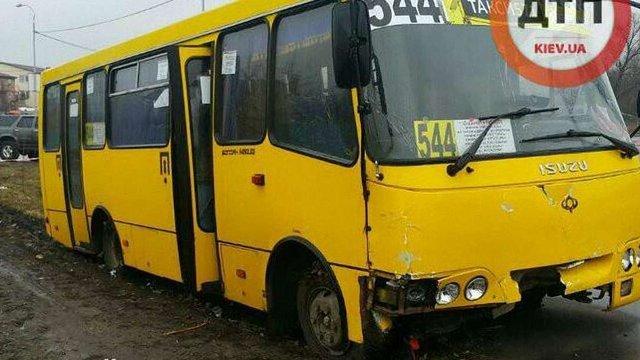 У Києві поліцейські із стріляниною намагалися затримати чоловіка, який викрав маршрутку