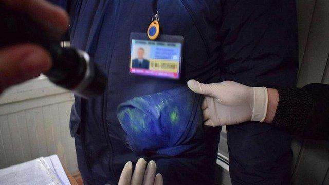 У  «Краковці» на хабарі у $500 затримали працівника Львівської митниці
